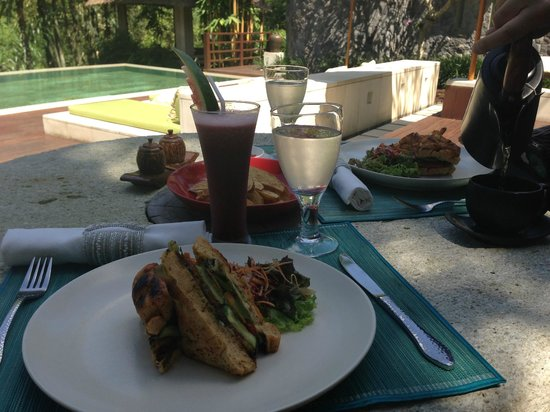 The Purist Villas and Spa: Lunch poolside