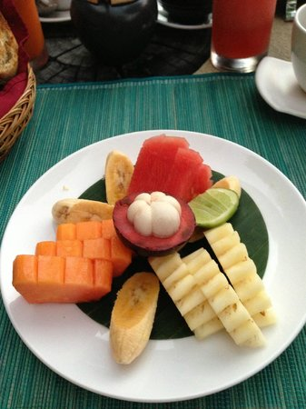 The Purist Villas and Spa: breakfast fruit plate