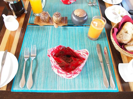 The Purist Villas and Spa: Breakfast place setting