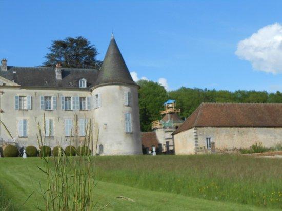 Chateau de Beaujeu: vu exterieur