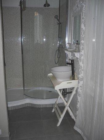 Mas de la Garance: Il bagno