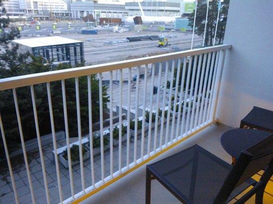 Original Sokos Hotel Tapiola Garden: Construction site & balcony