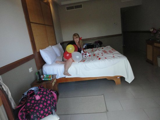 VIK Hotel Arena Blanca: me on my king size comfy bed