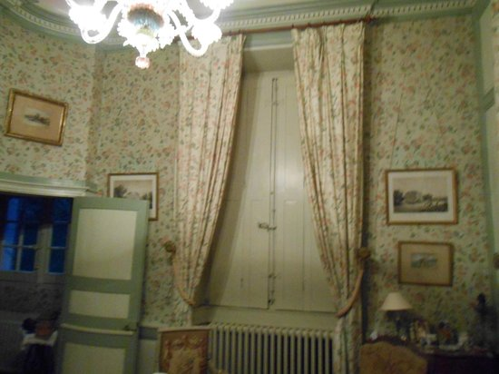 Chateau de Beaujeu: lit de la chambre
