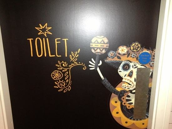 Tuzo Mexican Kitchen: Toilets