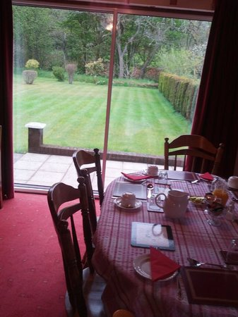 Thistle Cottage: Breakfast area overlooking the garden