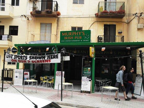 Murphys Irish bar and restaurant: Front of bar