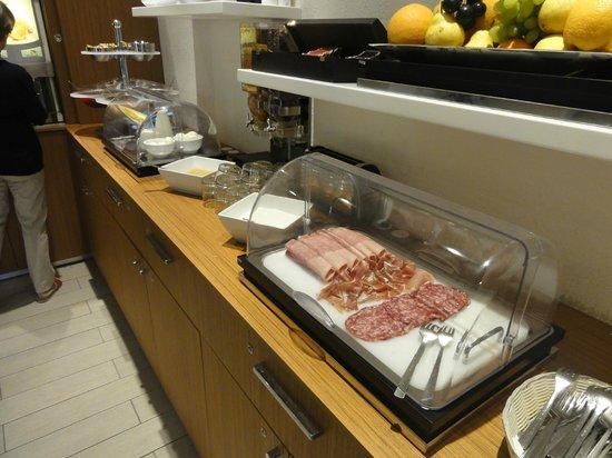 Le Saint Paul: Breakfast selection