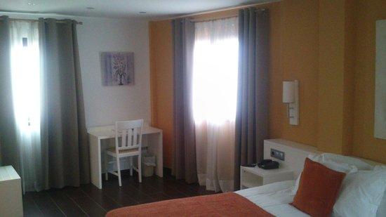 Hotel Castillo Denia : Habitación (vista escritorio)
