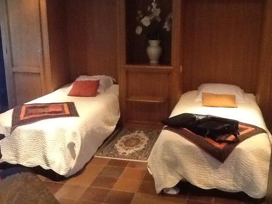 Hotel Restaurant les Pins : 2éme chambre de la suite