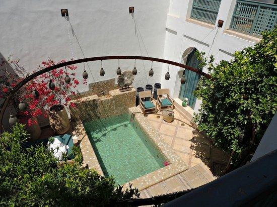 Ryad Dyor: The small pool