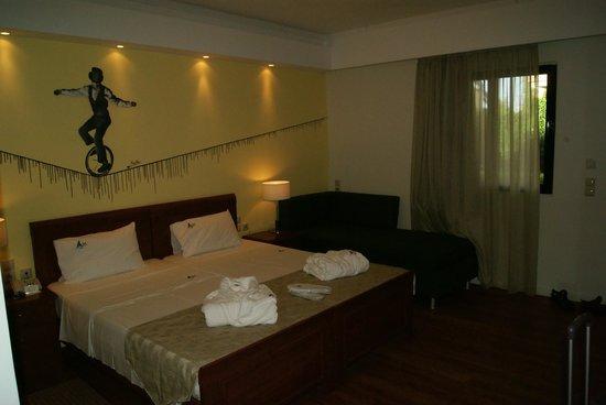 Mediterranean Beach Resort Hotel: Ground floor, suit for 2