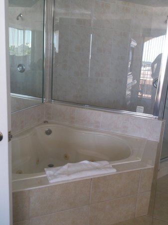 Westgate Towers Resort: Spa tub