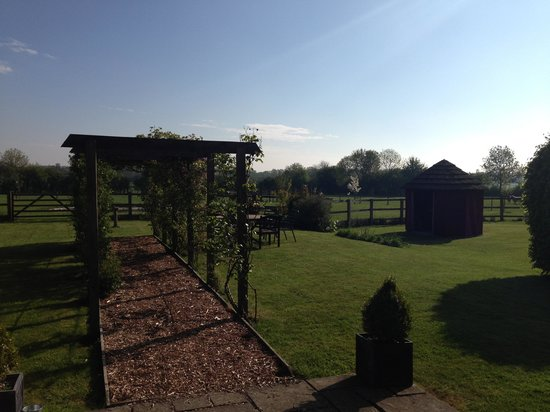 Brocking Farm Cottages: Lovely garden