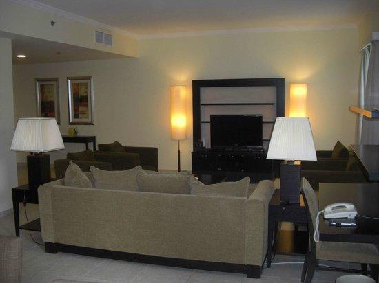 Nuran Marina Services Residences: cuarto de estar
