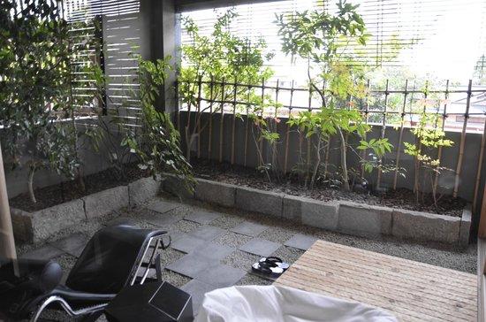Araya Totoan: dormitorio, terraza junto al baño