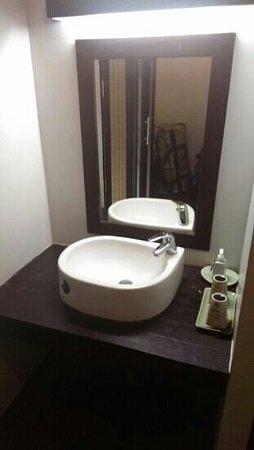 Chintakiri Resort: lavabo de la salle de bains