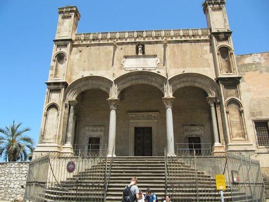 Chiesa di Santa Maria della Catena: Facciata di Santa Maria della Catena
