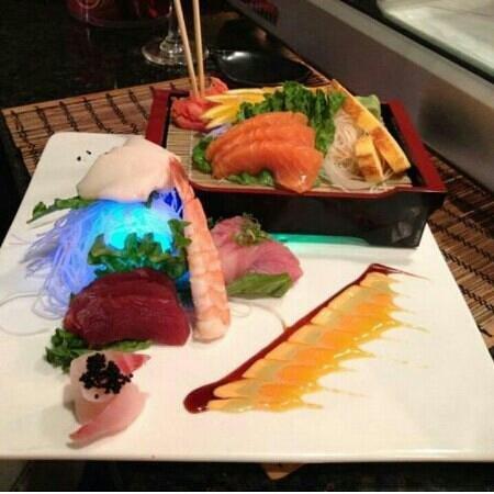 Fuji Sushi: SASHIMI DELUXY