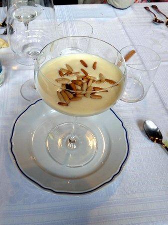 Creuza de ma: Crema al limone e pinoli tostati