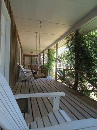 Blackbeard's Lodge: Nice porch