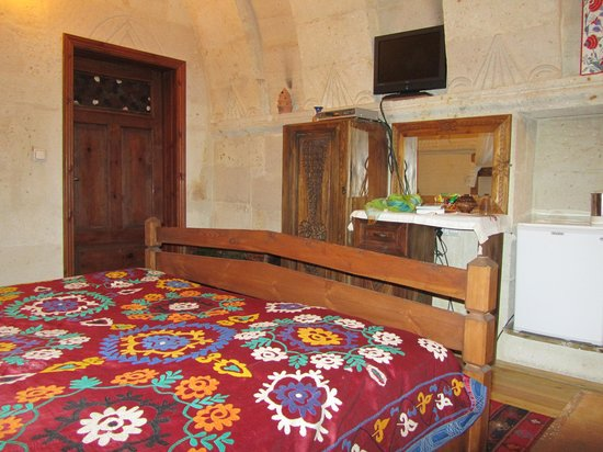 Kısmet Cave House: Room / bed