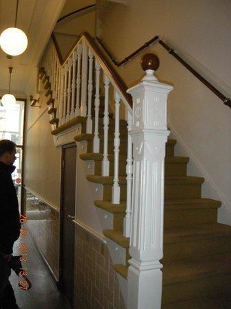 Hotel de Ark: visione piccolo corridoio che porta alla reception