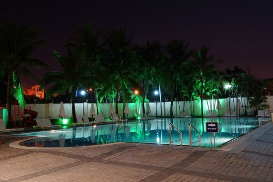 Sunflower International Village: The pool at night