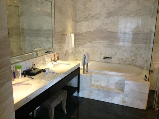 Leofoo Residences: Park-View Room Bathroom 3