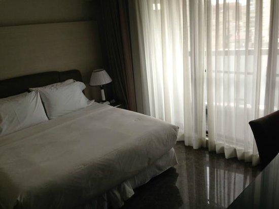Leofoo Residences: Bedroom with Balcony