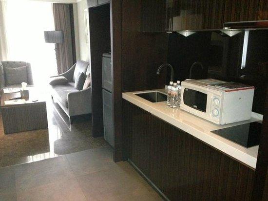Leofoo Residences: Kitchen