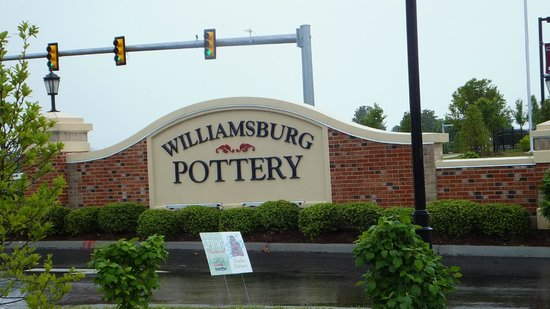 Williamsburg Pottery: Pottery Sign
