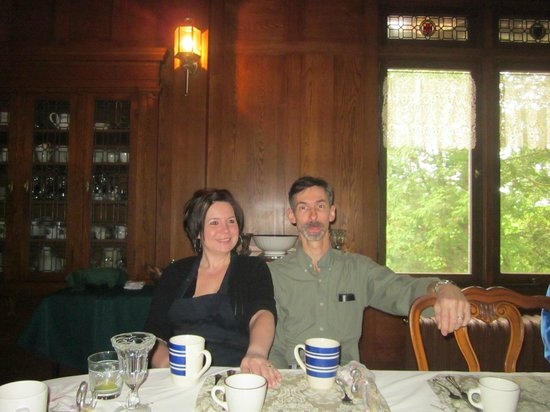 Black Swan Inn Bed and Breakfast: Owners Trish and John