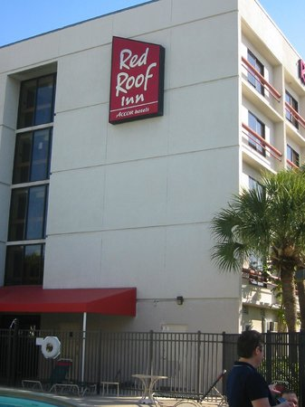 Red Roof Plus+ Miami Airport: Miami, Red Roof Inn, Rear Building