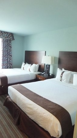 Holiday Inn Hotel & Suites, Williamsburg-Historic Gateway: Rm 501 Bedrm