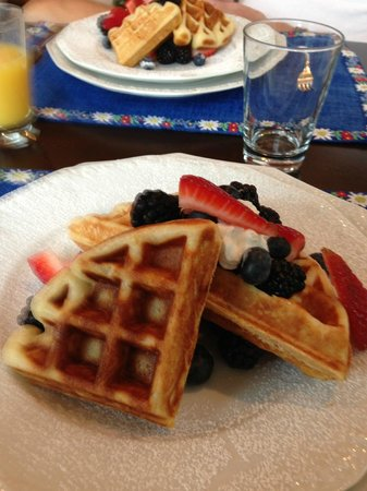 Arcady Vineyard Bed & Breakfast: Breakfast is delicious.