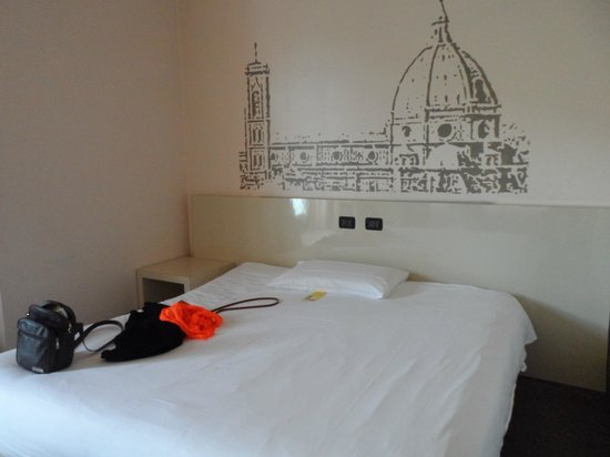 B&B Hotel Firenze City Center: The double bed in the triple room.