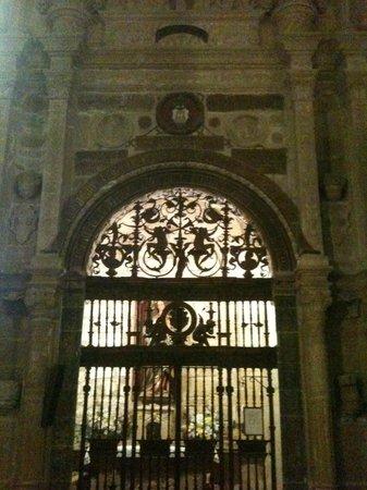 Iglesia de San Pablo: Reja y portada de Capilla Renacentista