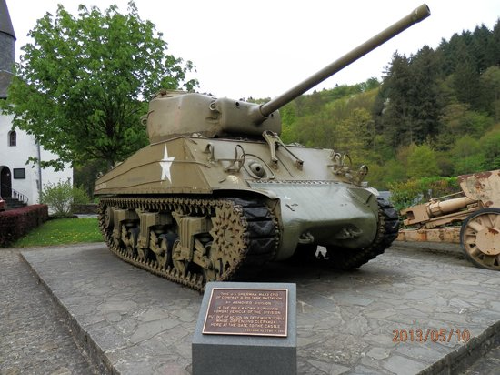 Chateau de Clervaux : The sherman tank in font of the gate of the castle