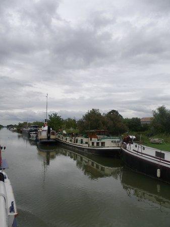 Bateau St louis et l'Iris : Le canal  vu du bateau de Paco