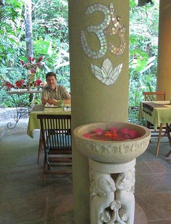 Waterfall Villas: Breakfast area