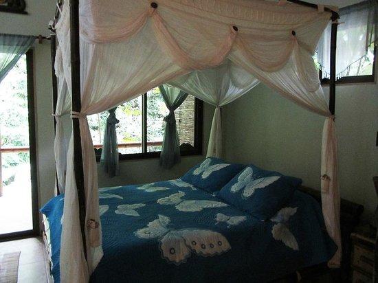 Waterfall Villas: Room