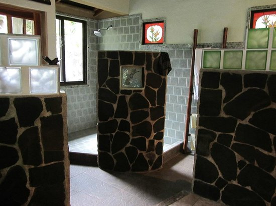 Waterfall Villas: Bathroom/Shower