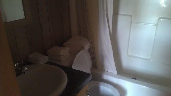 Arrowhead RV Resort: Bathroom