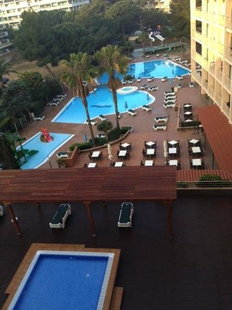 Golden Avenida Suites: Day time view
