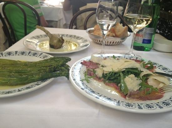 Da Fortunato al Pantheon: artichoke, asparagus and carpaccio