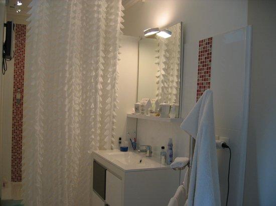 O Mylle Douceurs : Bathroom in room #1