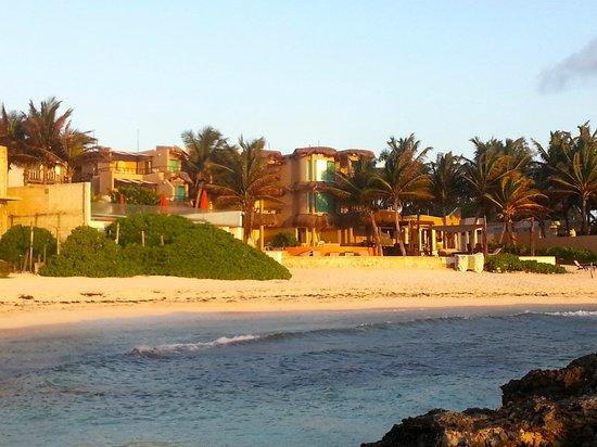 Playa La Media Luna Hotel: Hotel from water