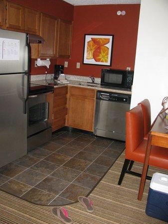 Residence Inn Dallas Richardson: Well appointed kitchenette