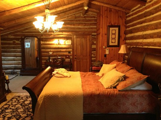 The Chalet of Canandaigua : The beautiful Lee Suite